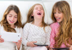 három vidám lány