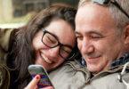 fiatal nő egy idősebb férfivel